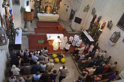 Svěcení zvonu - kostel