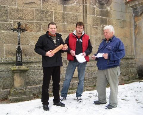 Ukládání dokumentů do makovice pod křížem